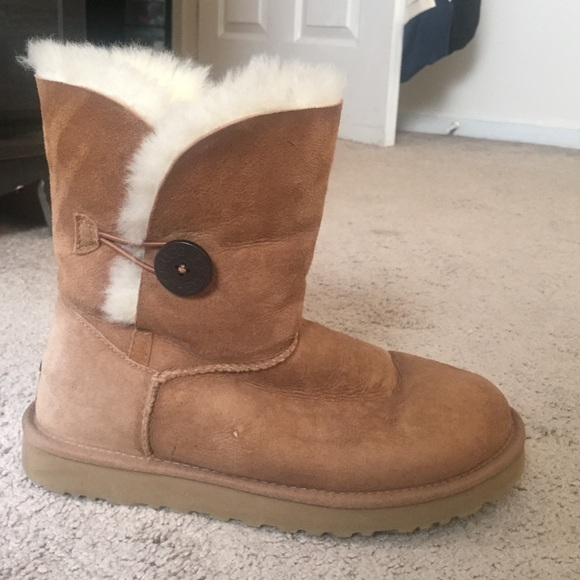 ugg button camel