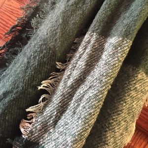 "Accessories - Oversized ""blanket"" scarf"