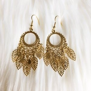 Dream catching gold earrings