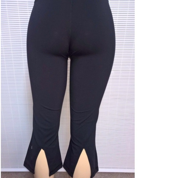 ac5cb11ed57e6 lululemon athletica Pants - #LULULEMONADDICT black back slit crop capris!