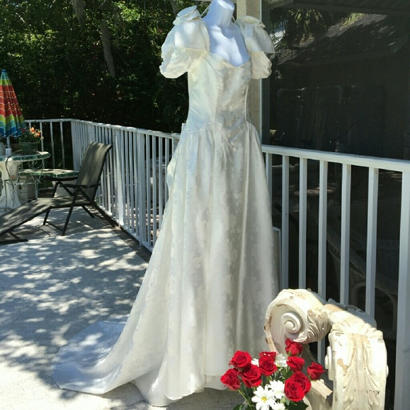 VINTAGE WEDDING GOWN BY ALFRED ANGELO From