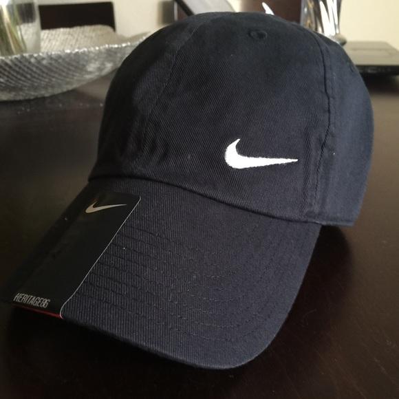 NWT NIKE adjustable women's Black hat heritage 86
