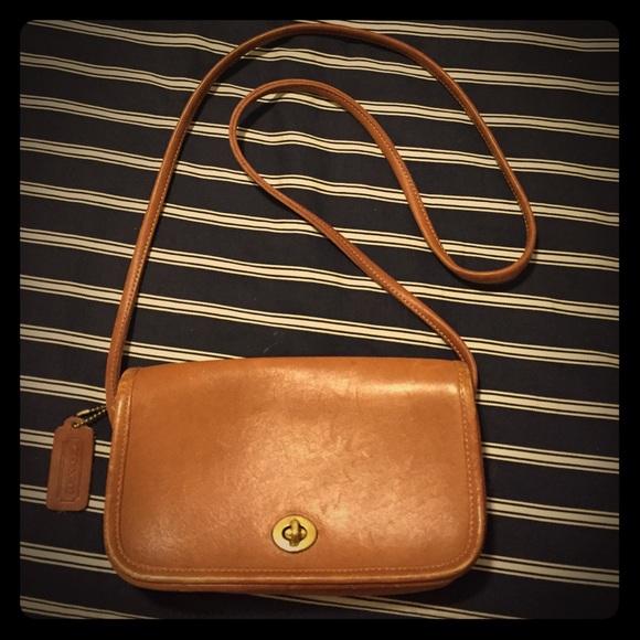 5ba98cca3b ... Vintage COACH Dinky handbag ...