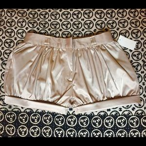 Pants - Silky puff shorts