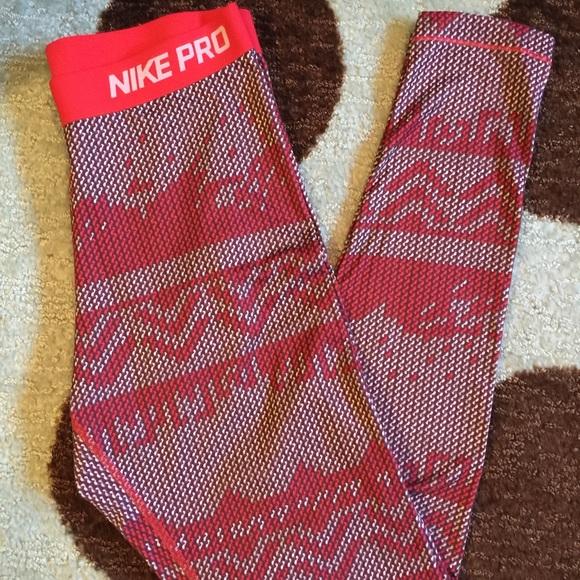 fc77360eb2d9f Nike Pro Patterned Leggings. M_573b990778b31cc3f000de21