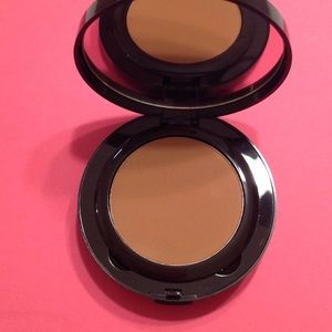 Laura mercier powder #18