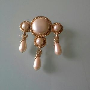 Jewelry - Brooch gold and pearly