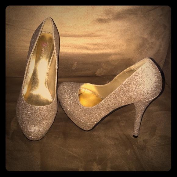 e362911039a JustFab Shoes - Gold Glitter High Heels