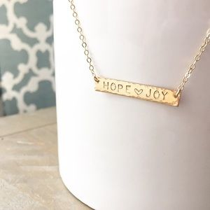 "LucyMint Jewelry - 18"" STRONG bar necklace 