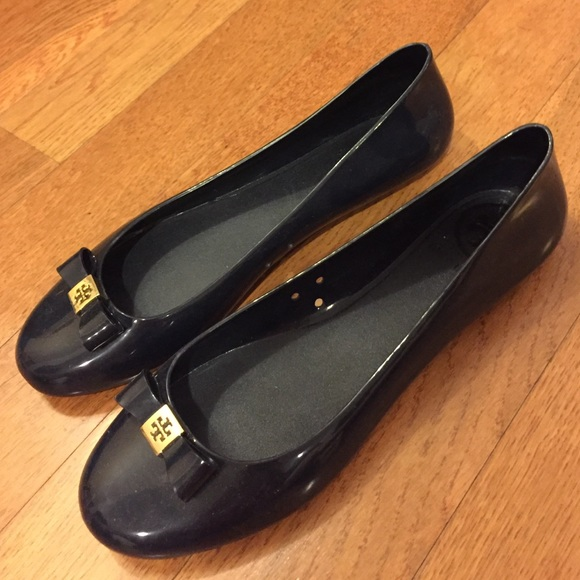 d0d463cd3baf41 ✨Tory Burch Navy Jelly Bow Rain flats. M 573ca6a099086a9e710cf4ce