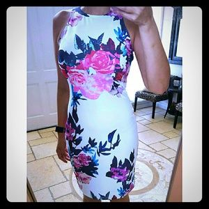 Dresses & Skirts - Sale! BN Floral Body Con dress