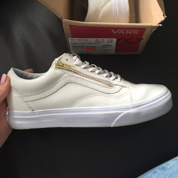 Leather Old Skool Zip (white gold) Vans Size 8.5. M 573cdd8a4e95a38628004385 ca38ae4b5