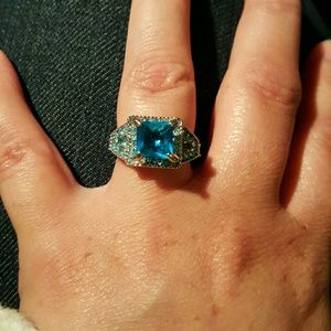 Jewelry - Turquoise colored stone ring