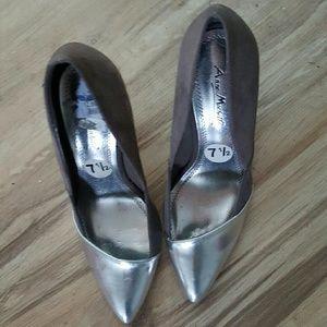 Ladies gray/silver heels, NWOT.  Size 7.5.