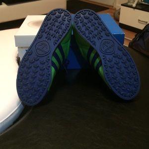 Adidas Shoes - 💥💥Deal Breaker💥💥🎀