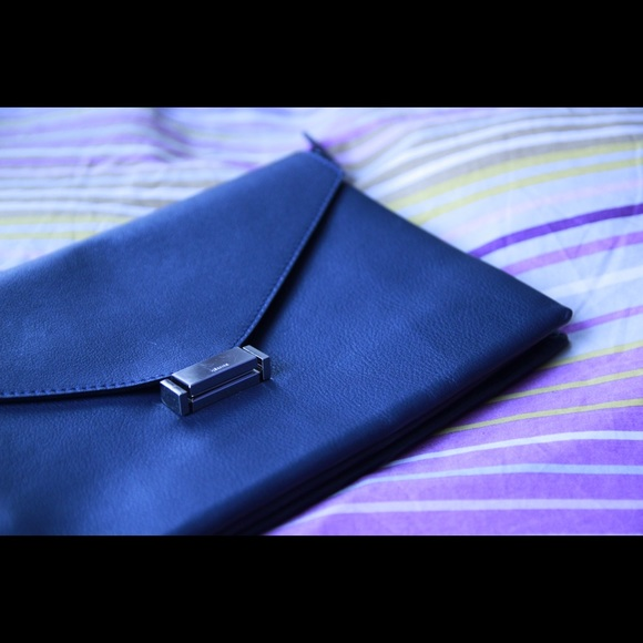 Bags - HP! 🏆 Listing #2 Navy Leather Clutch Envelope Bag