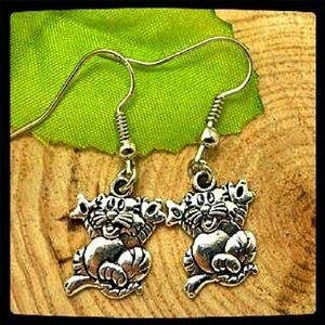 SALE Jewelry - Handmade Silver Tone Kitty Earrings