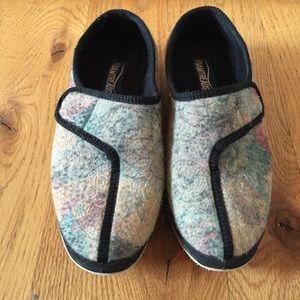 Foamtreads Shoes - FOAMTREADS HANDMADE SLIPPERS SZ 8