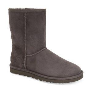 Lassos short Ugg boots