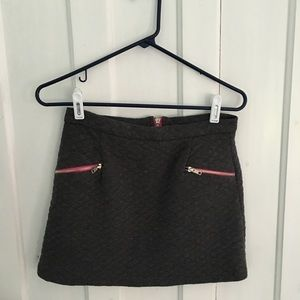 Dresses & Skirts - Quilted Mini Skirt Size M