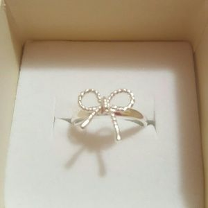 Alicia Jean Jewelry - BOW REMINDER RING