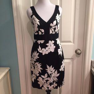 White House Black Market Dresses & Skirts - White House Black Market floral dress size 2