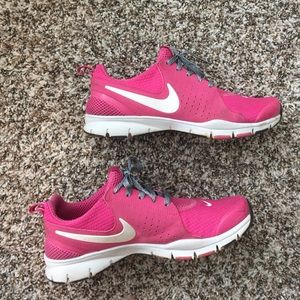 54 nike shoes bright pink nike shoes great