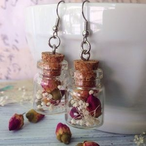 Dried rosebud & baby's breath earrings