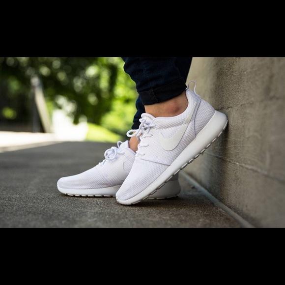 buy popular 5fada ceeab Nike Roshe Run triple white (boys) 6.5