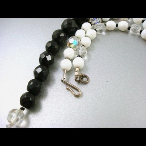 76 jewelry vintage black white glass bead necklace