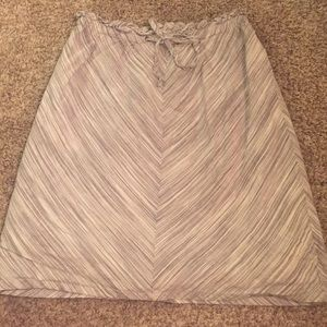 Skirt with grey and white design size medium