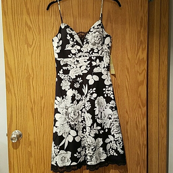 Oleg Cassini Dresses & Skirts - NWT OC by Oleg Cassini floral a-line dress sz 6