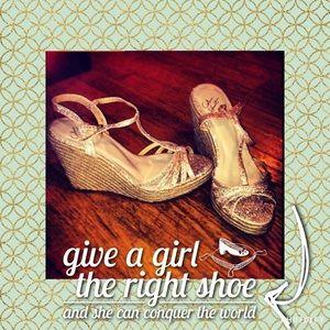 Colin Stuart Shoes - Sparkly gold wedges ✨💋