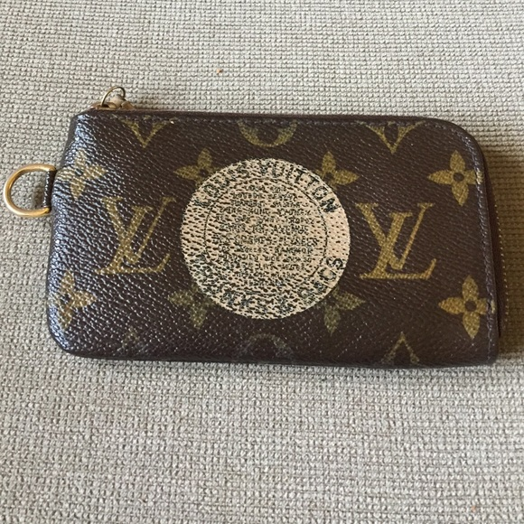 d4ab029514e5 Louis Vuitton Accessories - Louis Vuitton trunks   bags cles key change  holder