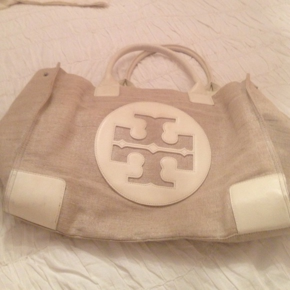 77387c79a8a Tory Burch tote bag perfect for the pool and sun. M 5740fb5a4e8d179b3101025f