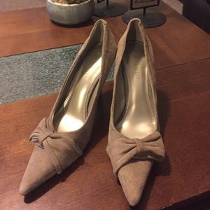 Nine West taupe pumps with bow