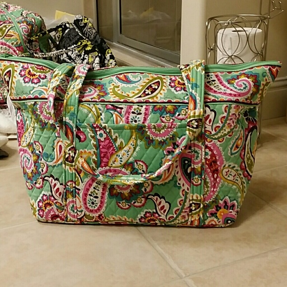 dbd2d9ee49 Nwt Vera Bradley tutti frutti miller travel bag. M 57411545fbf6f91928013214