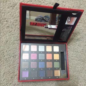 Smashbox eyeshadow palette (price negotiable!)