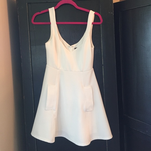 Nastygal white skater dress. M 5741dc7e5c12f8624205541d e4066fd12