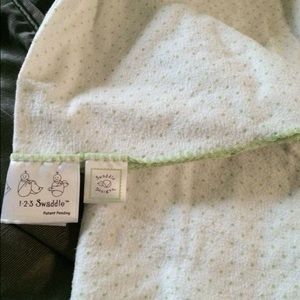 Swaddle Designs Other - Swaddle Designs Baby Blanket - green and white