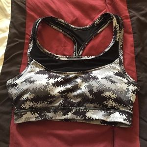 Reebok XS black/gray digital camo print sports bra