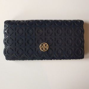 Tory Burch Handbags - Tory Burch Kelsey Flap Continental Wallet