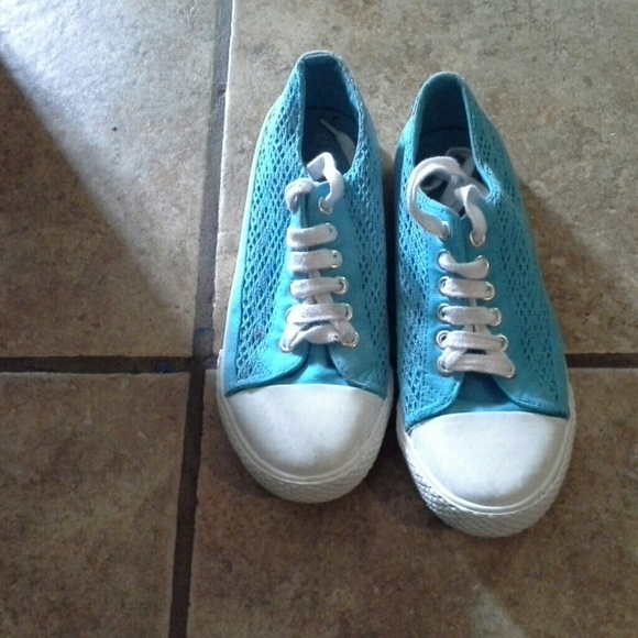 48 Off Airwalk Shoes Airwalk Shies Size 6 From Crystal
