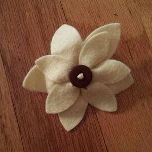 Accessories - Small Yellow Flower Pin