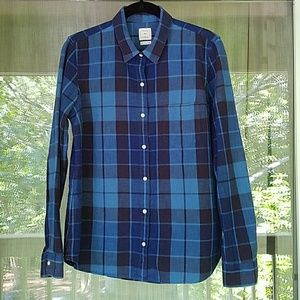 GAP Tops - Blue Fitted Boyfriend Plaid
