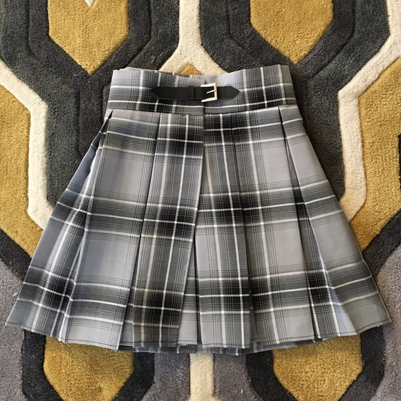 57f458d64f Deandri Dresses & Skirts - Deandri Nancy skirt in grey tartan, size Small