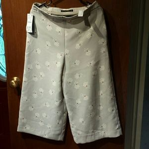 Zara light grey culottes with white and red flower