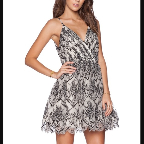 0b3812b793c9 Alice + Olivia Dresses   Skirts - Alice   Olivia Cara Lace Dress