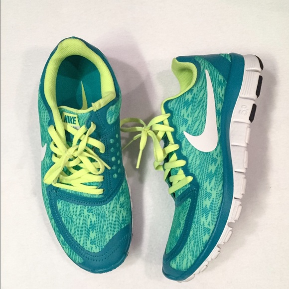 663c1875613ed Nike Free 5.0 V4 in Tribe Green White Volt. M 574268a7b4188e2069067389