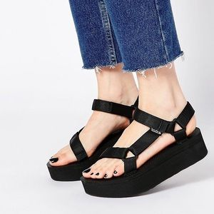 Teva Shoes - TEVA Flatform Universal Sandals in Black (NEW)